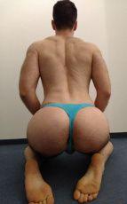 Muskulöser Sub sucht dominant