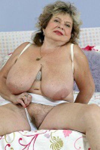 Голые старушки с огромными грудями фото